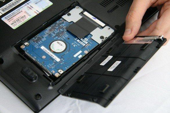 Замена жесткого диска в ноутбуке своими силами